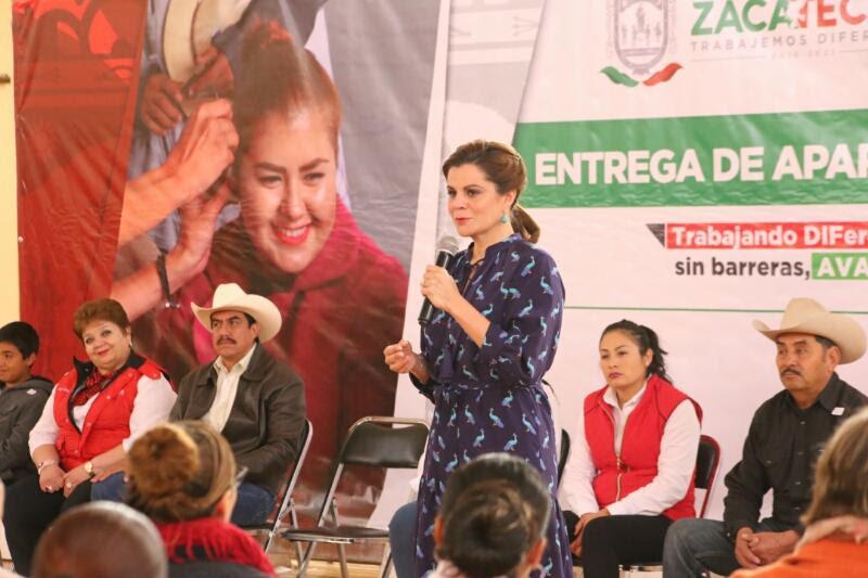Foto de Mejora Gobierno de Zacatecas (GODEZAC) la calidad de vida de 105 personas de 13 Municipios al entregar Aparatos Auditivos